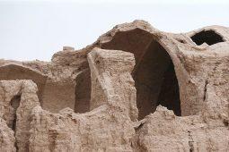 گَرد فراموشی و تخریب بر کاروانسرای قلعه صدری قم