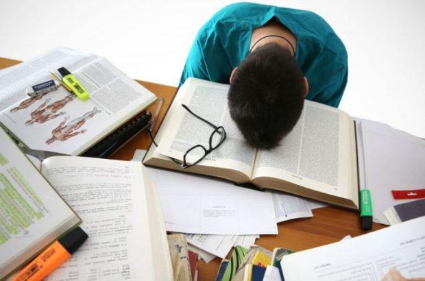 نگاه از بالا به پایین در مورد جوانان امروز تأثیری ندارد/ فقدان نشاط اجتماعی از عوامل مهم انزوای دانشجویان است
