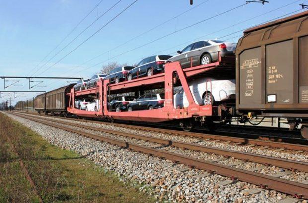 سکوی بارگیری و واگن حمل خودرو در ایستگاه راه آهن قم به بهره برداری رسید