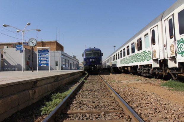 اولین قطار سفرهای نوروزی از ایستگاه قم حرکت کرد/ رشد ۲۱ درصدی جابهجایی مسافر در راه آهن قم