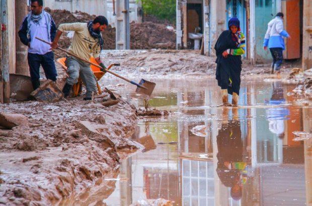 پاکسازی هزار خانه سیلزده در استان لرستان توسط نیروهای جهادی قم