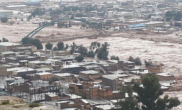 قرارگاه کمک های مردمی قم در شهر پلدختر مستقر شد
