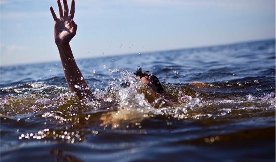 نجات جوان ۲۸ ساله از مرگ در دریاچه بوستان جوان