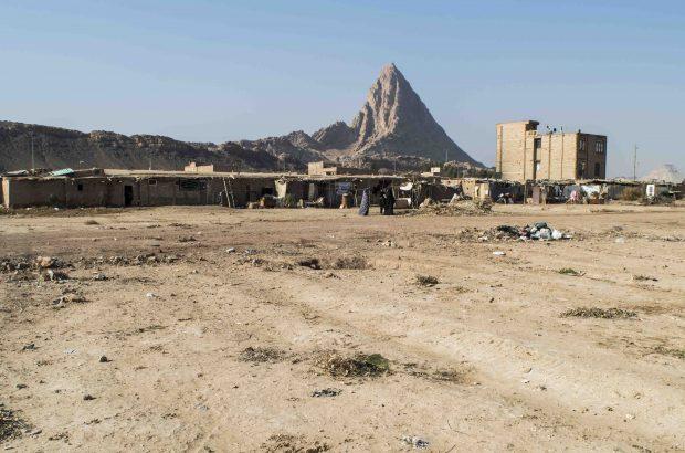 حلبی آباد، آباد تنها در نام