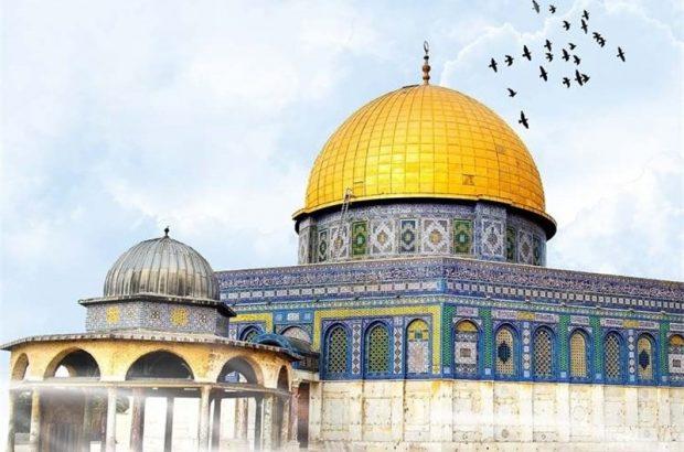 اهتزاز پرچم بزرگ فلسطین در قم به مناسبت روز قدس/ نورافشانی شهر همزمان با عید سعید فطر