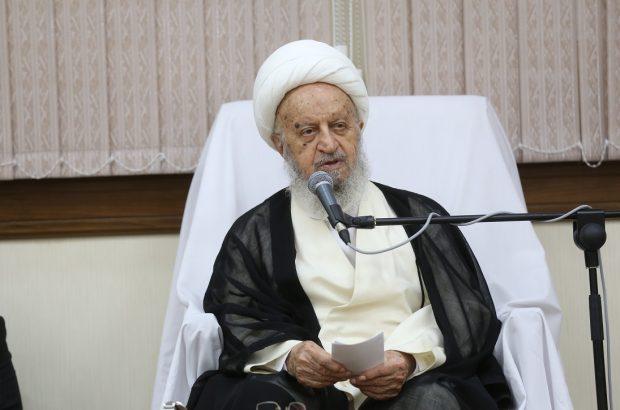 واکنش آیت الله مکارم شیرازی به پخش ترانه مبتذل در بعضی مدارس تهران/ کسانی که دروغ سیاسی میگویند نه شرف دارند نه وجدان