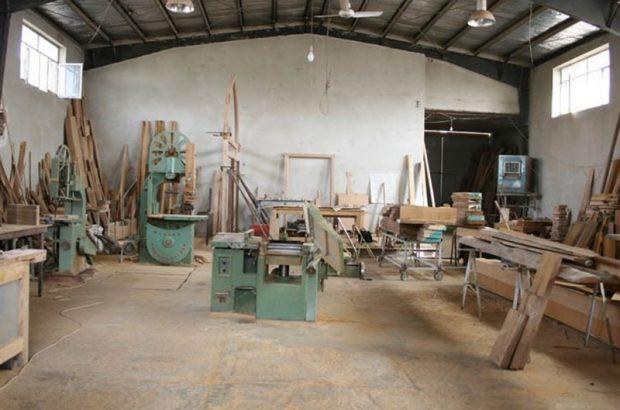 بسیاری از کارگاههای درودگری قم به دلیل گرانی چوب تعطیل شده است