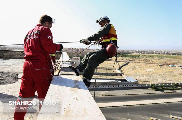 مانور کار در ارتفاع آتشنشانان قمی برگزار میشود