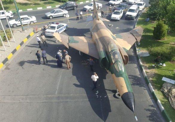 تصاویر فرود جنگنده F4 در قم