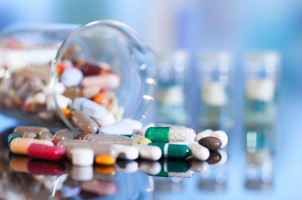 کمبود دارو در قم نداریم/ توزیع داروهای خاص در داروخانههای منتخب
