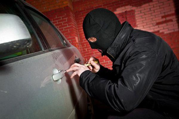 دستگیری سارقان داخل خودرو در قم/ ۸دستگاه خودرو سرقتی کشف شد