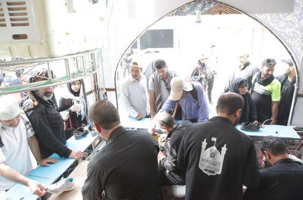 تعمیر روزانه ۲۵۰۰ کفش در موکب آستان مقدس/ ارائه خدمات خیاطی به دو هزار و ۱۰۰ زائر در یک روز
