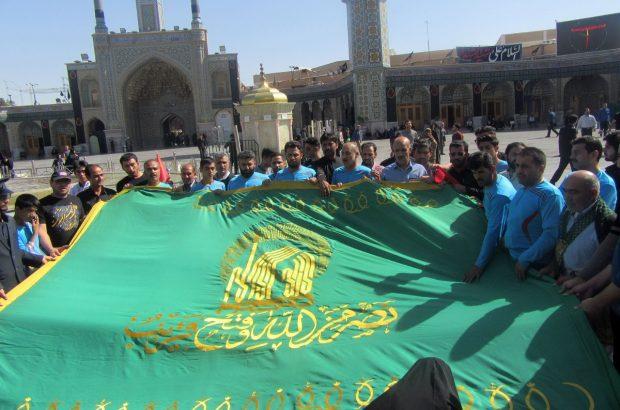 سفیران پرچم امام رضا(ع) مهمان حرم بانوی کرامت/ جانباران به عشق اربعین حسینی رکاب میزنند