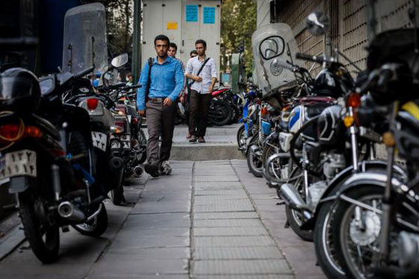 وجود بیش از ۳۰۰ هزار موتورسیکلت در قم