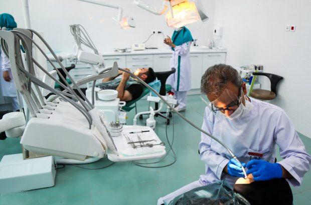 فعالیت ۲۲ دندانپزشک در درمانگاه آستان مقدس کریمه اهلبیت(س)/ روزانه ۱۵۰ نفر از خدمات دندانپزشکی بهرهمند میشوند
