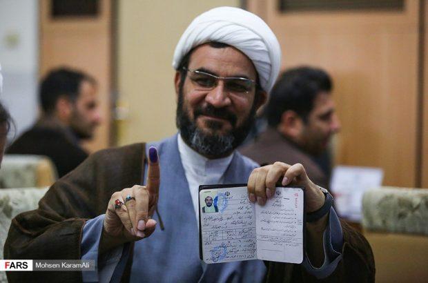 ثبتنام ۲۹ نفر در روز پنجم /۷۴ نفر داوطلب نمایندگی مجلس در حوزه انتخابیه قم شدند