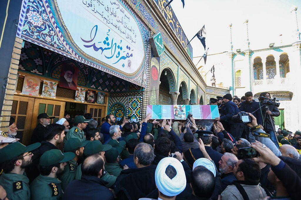 تصاویر/ تشییع شهید مظفرینیا در حرم حضرت معصومه(س)