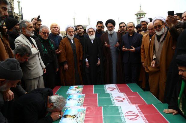 پیکرهای جانباختگان قمی سانحه هوایی در حرم حضرت معصومه(س) آرام گرفت+تصاویر