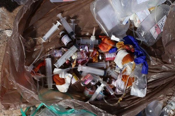 انتقال زبالههای عفونی بیمارستانهای کامکار و فرقانی با ناوگان ویژه