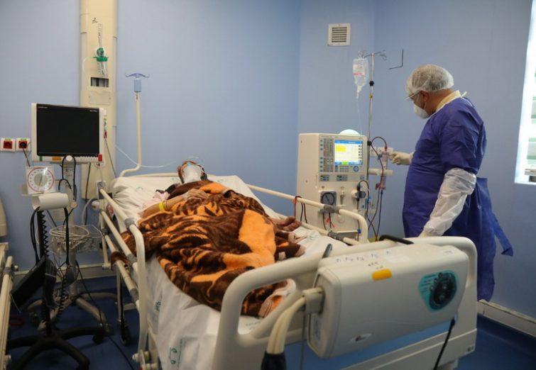 تصاویر/ خدمترسانی کادر درمانی بیمارستان فرقانی قم به بیماران کرونا