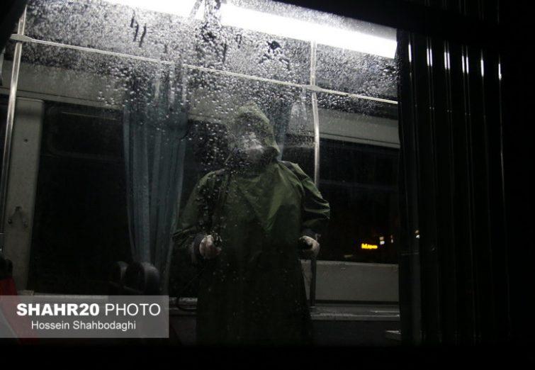 تصاویر/ شستوشو و ضدعفونی ناوگان اتوبوسرانی قم