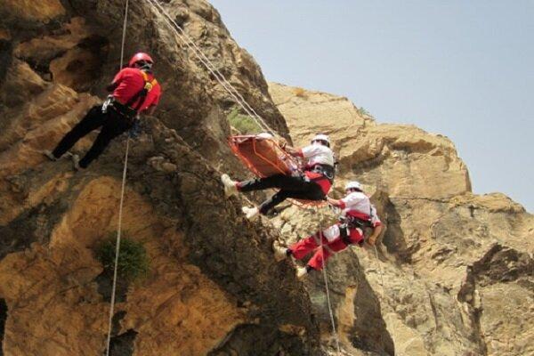 امدادرسانی به پنج حادثه دیده در ارتفاعات کمرکوه قم