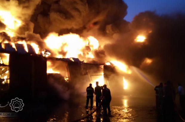 جزئیات آتشسوزی گسترده کارخانه صنایع شیمیایی در شهرک شکوهیه قم