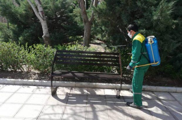 بوستانها و مبلمان شهری قم بهصورت روزانه ضدعفونی میشود