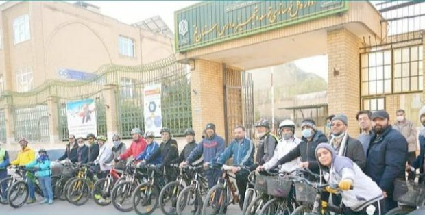 مسئولان ادارهکل نوسازی مدارس قم به پویش «سهشنبههای بدون خودرو» پیوستند