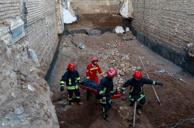 جان باختن یک کارگر بر اثر تخریب دیوار گودبرداری شده در قم