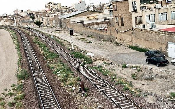 جمعآوری ریل محدوده شهر قم منوط به حل مشکلات حقوقی است/ پیشبینی شش تقاطع در مسیر ریل راهآهن متروکه