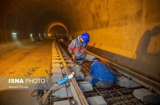 پروژه مترو باید سه شیفت شود/ واگنهای موردنیاز تا خرداد تأمین میشود