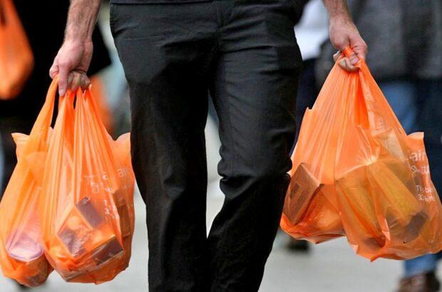 ۱۰ درصد زبالههای قم نایلون و کیسهزباله است/ شهروندان از پذیرش کیسه پلاستیکی خودداری کنند