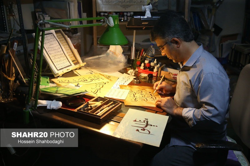 تصاویر/ گفتوگو با استاد علیرضا بخشی هنرمند خوشنویس قم