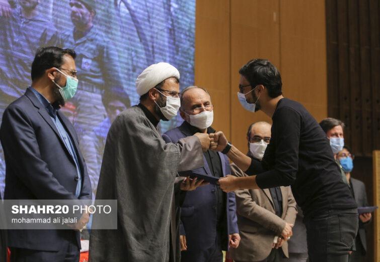 تصاویر/ تجلیل از برگزیدگان جشنواره تئاتر خیابانی افلاکیان