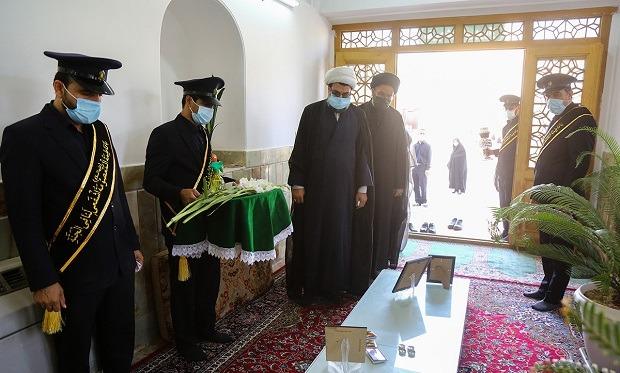 غبارروبی مزار شهدای دفاع مقدس مدفون در حرم حضرت معصومه(س) +تصاویر