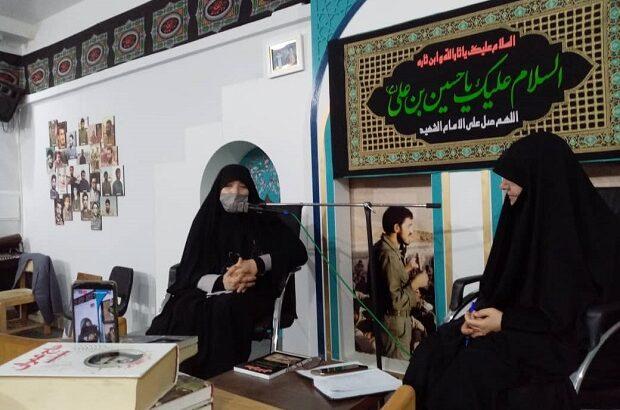 نشست کتابخوان ویژه خواهران شهدا در قم برگزار شد